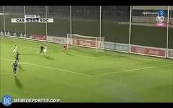Enlace a GIF: La gran jugada de Odegaard a lo Messi con el Real Madrid Castilla