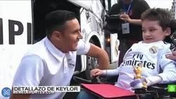 Enlace a GIF: El gran gesto de Keylor Navas tras la victoria del Real Madrid contra Celta de Vigo