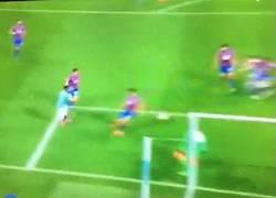 Enlace a GIF: De Bruyne sigue marcando, esta vez en Capital One Cup
