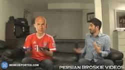 Enlace a GIF: Así sería jugar al FIFA con jugadores: Robben