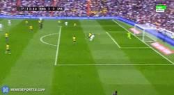Enlace a GIF: Gol de Cristiano de cabeza, el segundo del Real Madrid