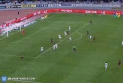 Enlace a GIF: El golazo que nos dejó el Tucu Hernández frente a la Real Sociedad