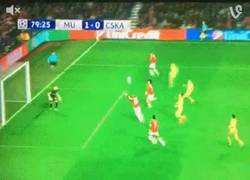 Enlace a GIF: Gol de Rooney, por fin marca el United