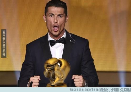 730167 - El trofeo que ha ganado Cristiano tras terminar el partido en Sevilla