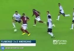 Enlace a GIF: El fútbol es simple para marcar