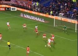 Enlace a GIF: Robben haciendo un Robben, esta vez en Cardiff