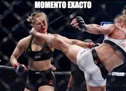 Enlace a Impactante momento de Holly Holm acabando con Ronda Rousey