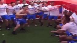 Enlace a GIF: James Rodriguez orquestó el bin challenge de la selección de Colombia