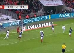 Enlace a GIF: El golazo de Rooney ante Francia