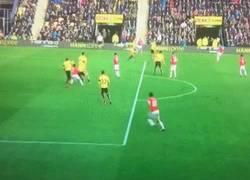 Enlace a GIF: Memphis sigue respondiendo, buen gol contra el Watford