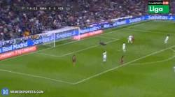 Enlace a GIF: ¡Gol del Barça! ¡De esta forma Suárez anota el primero!