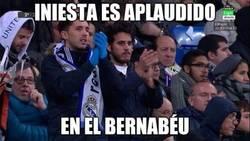 Enlace a Iniesta marcándose un Ronaldinho