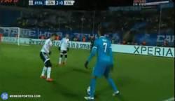 Enlace a GIF: Hulk toreando al Valencia como si no estuviera ya bastante toreado