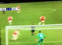 Enlace a GIF: Golazo de Özil tras asistencia de Alexis Sánchez ante Dinamo Zagreb