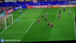Enlace a GIF: El segundo gol de Griezmann de la noche