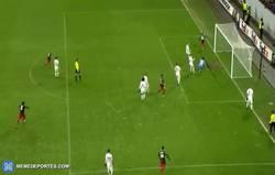 Enlace a GIF: ¡¡¡Goooool de Aduriz que le da la vuelta al marcador!!!