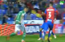Enlace a GIF: Gol de Rubén Castro a poco más de los 3 minutos de partido