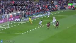 Enlace a GIF: Golaaaaazo de Luis Suárez. ¡A golazo por partido!