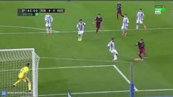 Enlace a GIF: Goooool de Messi, al fin llegó el gol que todos esperaban durante el partido
