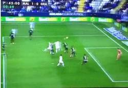 Enlace a GIF: El gol de Charles que adelantaba al Málaga