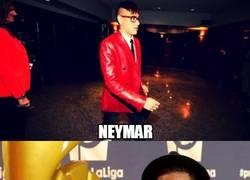Enlace a Neymar y sus trajes