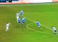 Enlace a GIF: GOLAZO de Dybala ante la Lazio