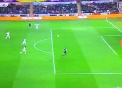 Enlace a GIF: ¿Que todos los goles del Leicester son de Vardy? Mahrez no se queda atrás