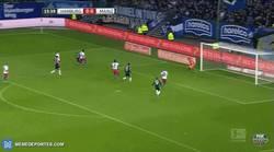 Enlace a GIF: Jairo Samperio y su golazo desde el suelo en la victoria del Mainz