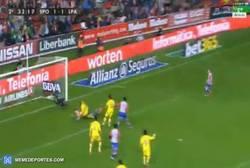 Enlace a GIF: Golazo de Sanabria que adelantaba al Sporting. ¡Vaya asistencia!