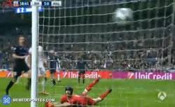 Enlace a GIF: ¡Gooool de Cristiano Ronaldo de falta, sí, de falta!