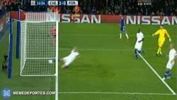 Enlace a GIF: ¡Goool del Chelsea! Empieza el morbo. Marcano se marca en propia