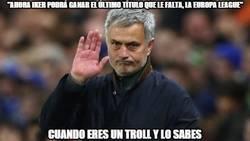 Enlace a Mourinho se ríe de todos