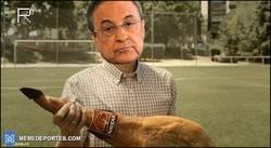Enlace a GIF: Florentino intenta convencer al Padre de Neymar....