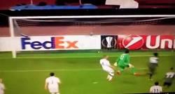 Enlace a GIF: El gol de Chalobah que abría el marcador para el Napoli