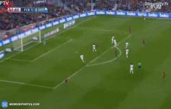 Enlace a GIF: El misil de Rakitic para marcar el segundo gol del Barça