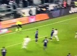 Enlace a GIF: Buen gol de cabeza de Cuadrado ante la Fiorentina
