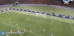 Enlace a GIF: ¡Suárez pone por delante al Barça!