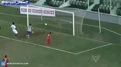Enlace a GIF: Tremendo golazo de 'lambretta' en el fútbol de Brasil