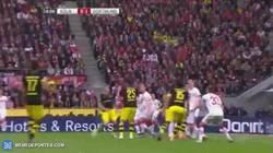 Enlace a GIF: ¡Goooool de Dortmund! Sokratis abre la cuenta para el BVB