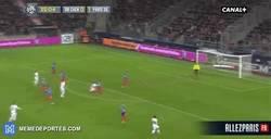 Enlace a GIF: El golazo de Ibrahimovic frente al Caen
