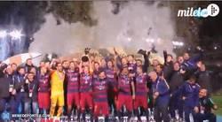 Enlace a GIF: Así levantaba el Barça el trofeo de Campeón del Mundo