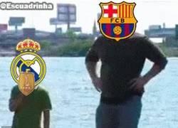 Enlace a GIF: El Barcelona le arrebata el parche de campeón del mundo al Madrid