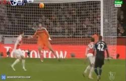 Enlace a GIF: Golazo del Yaya Touré, atención al golpeo. ¡Brutal!