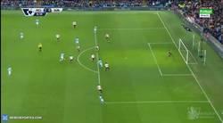 Enlace a GIF: ¡Vaya golazo de Yaya Touré que ponía el segundo ante el Sunderland!