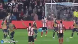 Enlace a GIF: ¡Tremenda curva que coge el golazo de Martina frente al Arsenal!