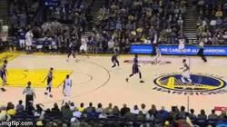 Enlace a GIF: Curry no deja de sorprendernos