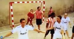 Enlace a GIF: El mejor gol que ha marcado Arbeloa con el Real Madrid