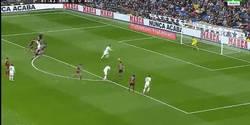 Enlace a GIF: Golazo de Cristiano de penalti, ahora si la metió