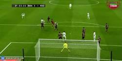 Enlace a GIF: Cristiano adelanta al Real Madrid con un golazo