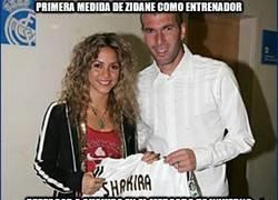 Enlace a Primera medida de Zidane como entrenador